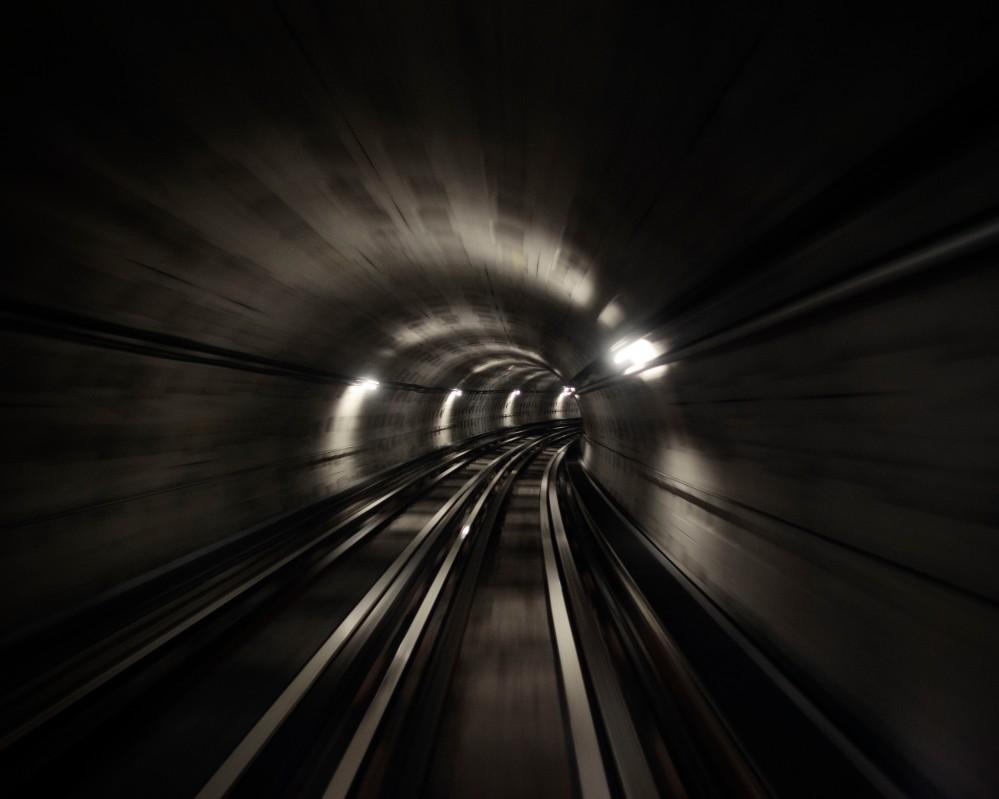 Dans un des tunnels du métro de Lille, vitesse et défilement