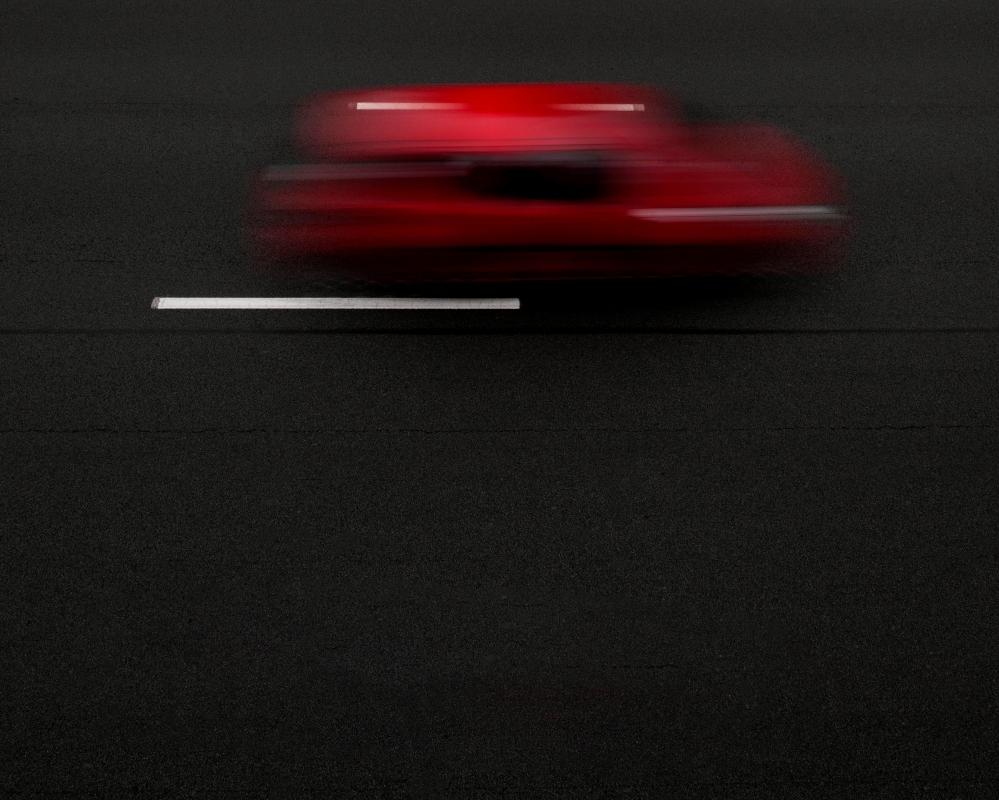 Voiture filant sur la route