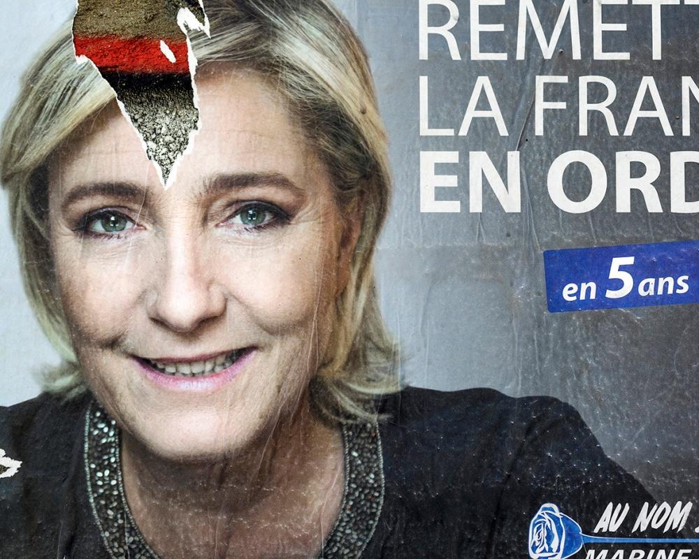Affiche de Marine Le Pen près d'usinor à Denain